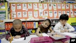 Alumnos de un jardín de infantes bilingue inglés-español en Texas.