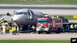 Todavía está en curso la investigación que busca dar respuestas a lo que ocurrió para que el avión ruso se incendiara.Un rayo es una de las hipótesis.