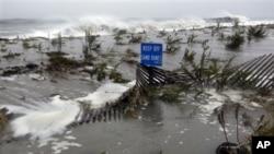 Sandy မုန္တုိင္း Atlantic Ocean ကို စတင္ တုိက္ခုိက္ေနပံု ( ေအာက္တိုဘာ ၂၉၊၂၀၁၂)
