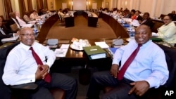 Mutungamiri weSouth Africa, Va Jacob Zuma, nemutevedzeri wavo, Va Cyril Ramaphosa.