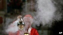El cardenal Ricardo Ezzati fue citado a declarar ante un tribunal de justicia chileno por el presunto encubrimiento de un depredador sexual.