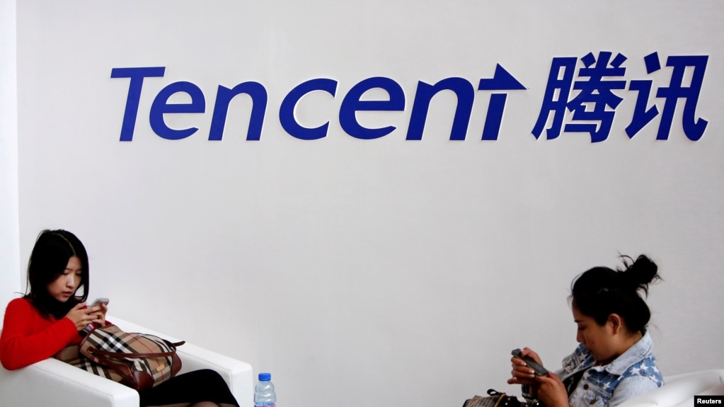 File Visitors Use Their Smartphones Underneath The Logo Of Tencent At The Global Mobile Internet