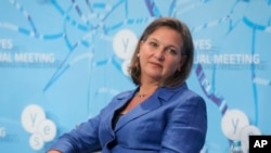 Victoria Nuland, Asisten Menteri Luar Negeri AS untuk Eropa dan Eurasia, dalam diskusi tentang Ukraina dan masalah global lainnya, yang diselenggarakan oleh Yalta European Strategy di Mystetsky Arsenal Art Center di Kyiv, Ukraina.