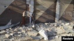 지난 7월 내전으로 파괴된 시리아 마렛 알-누만 시가지. 시리아 인권관측소는 지난 주말 이 곳에 정부군 전투기의 공격이 있었다고 주장했다. (자료 사진)
