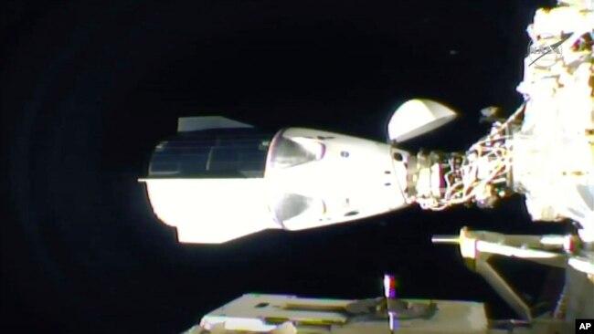 Tàu SpaceX cập trạm ISS