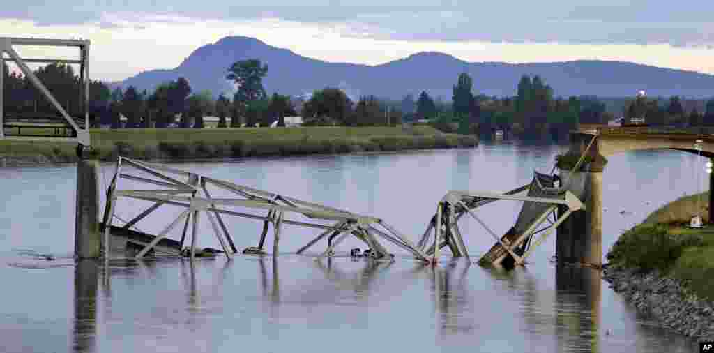 A collapsed portion of the Interstate 5 bridge lies in the Skagit River in Mount Vernon, Wash