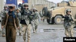 ფოტოზე: ამერიკელი ჯარისკაცები აშშ-ის მთავარ სამხედრო ბაზაზე ბაღრამში