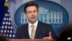 عکس آرشیوی از جاش ارنست سخنگوی کاخ سفید