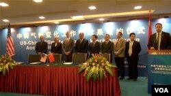 为了配合美中第六轮战略与经济对话,美中关于气候变化的一系列成果签约仪式在北京举行。(美国之音东方拍摄)