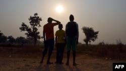 這張攝於2016年2月11日的照片顯示住在姆波科的境內流離失所者營地的三名未成年人。他們據稱是駐中非共和國班吉的維和部隊性虐待未成年人的受害者或目擊人。