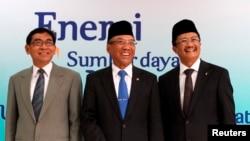 Dari kiri: Susilo Siswoutomo (Wakil Menteri ESDM), Jero Wacik (Menteri ESDM) dan Rudi Rubiandini (Ketua SKK Migas) di Jakarta, 16 January 2013 (Foto: dok).