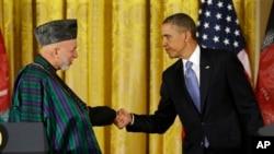 အာဖဂန္သမၼတ Hamid Karzaiနဲ႔ အေမရိကန္သမၼတ Barack Obama အိမ္ျဖဴေတာ္တြင္ ေတြ႔ဆံုစဥ္။ (ဇန္နဝါရီ ၁၁၊ ၂၀၁၃)