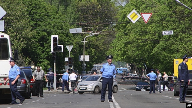 Policeman block the road near the scene of an explosion in Dnipropetrovsk, Ukraine, April 27, 2012.