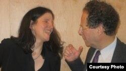 Лора Пойтрас и Адам Вайнберг на встрече с журналистами