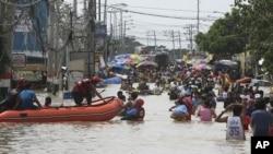 救援人員在災區。