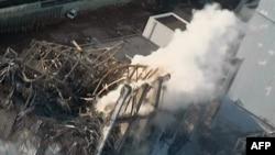 Khói bốc lên từ lò phản ứng số 3 ở nhà máy điện hạt nhân Fukushima Daiichi, ngày 16/3/2011