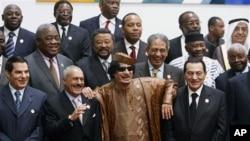 Wasu shugabannin Afirka da na larabawa a taron kolin kasashen Larabawa da na Afirka, lahadi 10 Oktoba, 2010 a birnin Sirte a kasar Libya