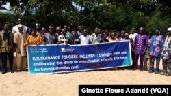 Fin d'une semaine de sensibilisation sur la gouvernance foncière inclusive en milieu rurale, à Cotonou, Bénin, le 31 juillet 2020. (VOA/Ginette Fleure Adandé)