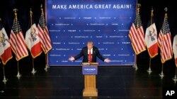 Donald Trump habla a sus seguidores en un mitín en Des Moines, Iowa.