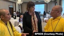 Thượng Toạ Thích Thiện Phúc và Thượng Toạ Thích Vĩnh Phước cùng với Uỷ Viên Kristina Arriaga của Uỷ Hội Hoà Kỳ về Tự Do Tôn Giáo Quốc Tế, ngày 4/11/2019 tại Bangkok, Thái Lan. (Ảnh BPSOS)