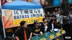 香港泛民主派組織舉辦街頭論壇,探討佔領中環等民主運動議題