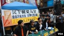 香港泛民主派组织举办街头论坛,探讨占领中环等民主运动议题。(资料照)