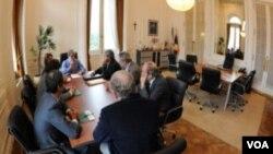 El jefe de Gabinete, Aníbal Fernández, recibió a los dirigentes. También están en la reunión el ministro de Economía, la ministra de la Producción, y el presidente de la Oficina Nacional de Control Comercial Agropecuario.