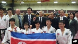 매사추세츠 주 로웰 고등학교 체육관에서 첫번째 시범공연을 가진 북한 조선태권도 시범단