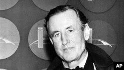Ian Fleming (1908-1964), penulis Inggris pencipta kisah petualangan tokoh spionase perang dingin, James Bond 007 (foto dok.: tahun 1962).
