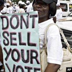 Une Nigériane à Lagos en plein campagne électorale