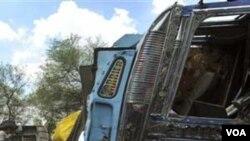 Bis terbakar akibat kecelakaan di negara bagian Uttar Pradesh. Pihak berwenang mengatakan lebih dari 110.000 orang meninggal setiap tahun di jalan-jalan di India.