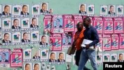 Posters de campagne à Maputo, au Mozambique, le 11 octobre 2019 REUTERS / Grant Lee Neuenburg -