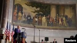 特朗普總統在華盛頓國家檔案博物館舉行的白宮美國歷史會議上講話。 (2020年9月17日)