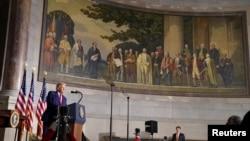 特朗普总统在华盛顿国家档案博物馆举行的白宫美国历史会议上讲话。(2020年9月17日)