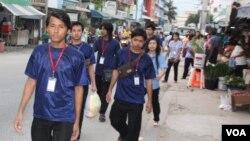Các công nhân di dân ở Samutsakhon, Thailand. (VOA/D. Schearf)