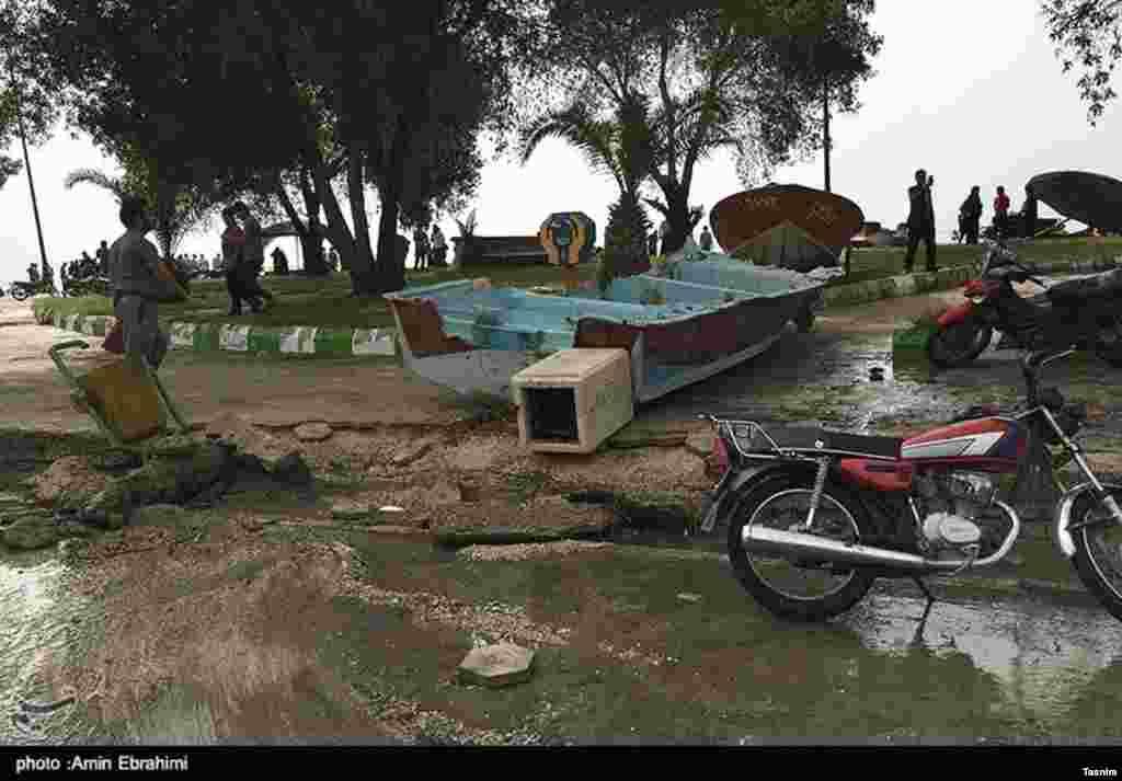 خسارت طغیان آب در بندر دیر، استان بوشهر خساراتی را به دنبال داشته است.