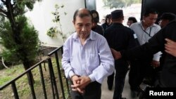Former leftist guerilla commander Solano Barillas is escorted to court for his sentence in Chimaltenango, Guatemala, July 4, 2014.