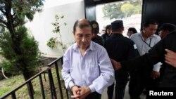 과테말라 전 좌익 게릴라 지도자 바리야스가 4일 재판정에 출두하고 있다.