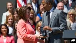 Shanna Peeples, docente de la escuela secundaria Palo Duro, recibió el premio de manos de Barack Obama.