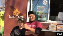 "Dewi dan Andre Masfar, pemilik ""Java Cove Indonesian Kitchen"" food truck di Washington, D.C (dok: VOA)"