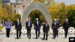 일본 히로시마에서 열린 G7 외무장관 회의에 참석한 각 국 외무장관들이 11일 2차 세계대전 희생자들을 추모하는 평화기념공원을 방문했다.