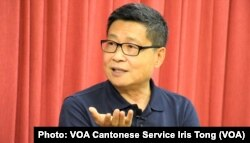 和平占中发起人之一、香港中文大学社会学系前副教授陈健民批评港大校委会辞退戴耀廷的做法相当粗暴, 破坏戴耀廷拥有的终身教席体制保障的学术和言论自由。