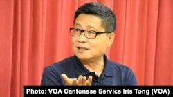和平佔中發起人之一、香港中文大學社會學系前副教授陳健民批評港大校委會辭退戴耀廷的做法相當粗暴, 破壞戴耀廷擁有的終身教席體制保障的學術和言論自由。