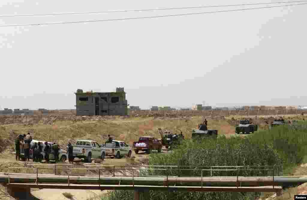 Asaib Ahl al-Haq Shi'ite militia fighters from the south of Iraq and Kurdish peshmerga forces take control of Sulaiman Bek, Sept. 1, 2014.