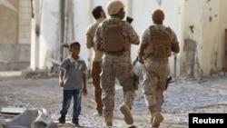 Pasukan koalisi melakukan patroli di kota Aden, Yaman (foto: dok).