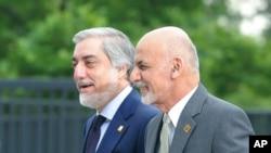 محمد اشرف غنی، رئیس جمهور افغانستان، و عبدالله عبدالله، رئیس اجرائیه آن کشور حین رسیدن به کنفرانس وارسا