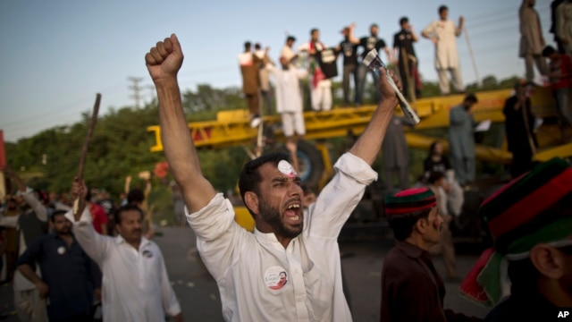 Supporters of Pakistani cricketer-turned-politician Imran Khan shout slogans against Prime Minister Nawaz Sharif during a protest in Islamabad, Pakistan, Aug. 19, 2014.
