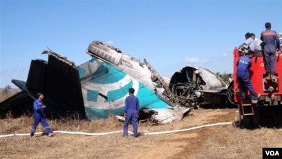 Des Morceaux De L Epave Et Des Corps Retrouves Apres Un Crash D Avion En Birmanie