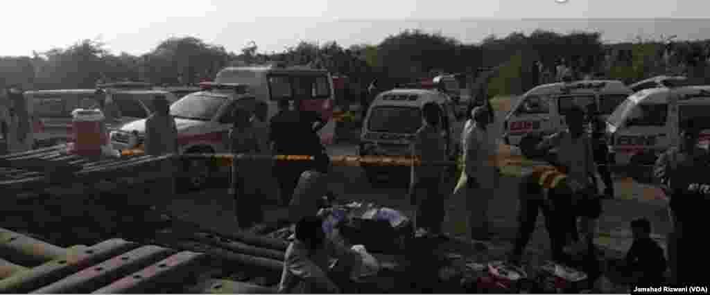 حادثے کے زخمیوں کو صادق آباد اور رحیم یار خان کے اسپتالوں میں منتقل کیا گیا ہے۔