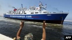 Судно Красного Креста перевезло 300 человек из Триполи на восток Ливии